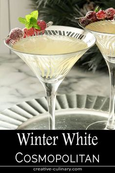 Winter White Cosmopolitan Cocktail This Winter White Cosmopolitan is a seasonal variation of the ever popular Cosmo; it's equally delicious and especially beautiful during the holidays! Christmas Martini, Christmas Drinks, Holiday Drinks, Fun Drinks, Yummy Drinks, Beverages, Yummy Food, Winter Cocktails, Pina Colada