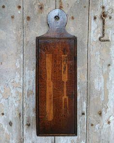 18th century cutlery box, note the two pronged fork #18thcentury #georgian #oak #cutlery #box #primitive #countryfurniture #oakandcountry #treen #antique #antiques #interiordecorator #interiordesign #interiors #naive #folkart #welsh #pauldunnantiques