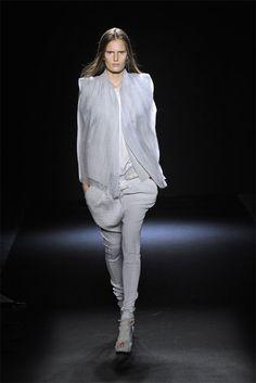 Sharon Wauchob Spring 2010 Ready-to-Wear Fashion Show - Alla Kostromichova (Marilyn)