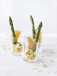 Ei met zalm en asperges - Libelle Lekker ! Finger Food Appetizers, Appetizer Recipes, Asparagus Recipe, Cold Meals, Food Design, High Tea, Food Inspiration, Good Food, Food Porn