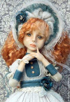 Теперь ты- лишь воспоминанье.... Авторская кукла из запекаемой полимерной глины.  Стационарно установлена на подставочку.Одежда вся закреплена.Не предназначена для игры.  Кукла участвует в выставке до конца марта.Возможен резерв.