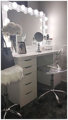 Makeup Room Ideas room DIY (Makeup room decor) Makeup Storage Ideas For Small Space - Tags: makeup room ideas, makeup room decor, makeup room furniture, makeup room design # makeup room inspo