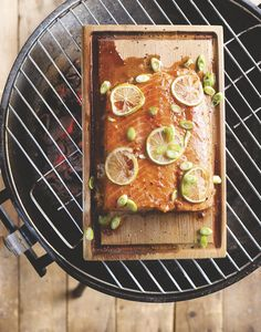 Zalm op cederhout Green Egg Bbq, Green Eggs, Barbecue Grill, Grilling, Dutch Recipes, Happy Foods, Outdoor Cooking, Salmon, Dutch Food