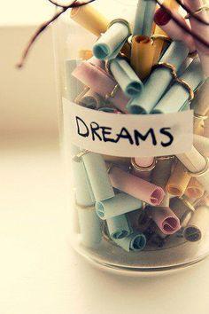 iedereen mag een droom voor Fé op een briefje noteren en in de droompot doen