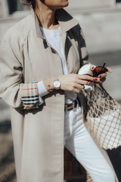 Trench coat burberry Best Picture For london fog Trench Coat For Your Taste You are looking for some Trench Coat Outfit, Burberry Trench Coat, Burberry Outfit, Queen Fashion, Burberry Women, High Jeans, Fashion Brands, Fashion Sets, Icon Fashion