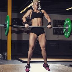 #cleans #crossfit #crossfitbabes #crossfitgirls #crossfitwomen #fitgirls #fitnesswomen #sheliftsbro #fitbabes