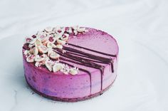 mustaherukka mousse kakku