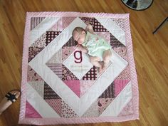 Way back on July I threw a baby shower for my sister-in-law Katie and her first baby, Gloria. I know - that was a long time ago.A Tickled Pink Life baby girl quiltIf I have a nother child I wil be doing thistotally making this!so cute, changing the c Baby Quilt Tutorials, Baby Quilt Patterns, Baby Sewing Projects, Quilting Projects, Sewing Ideas, Baby Girl Quilts, Girls Quilts, Quilt Baby, Small Quilts