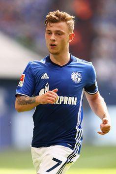 Max Meyer of Schalke in action during the Bundesliga match between FC Schalke 04 and FC Augsburg held at VeltinsArena on May 7 2016 in Gelsenkirchen...