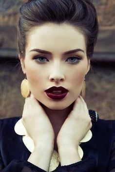 Love this look dark hair, dark lips, dark brows and pale skin deep fall makeup look Winter Makeup, Fall Makeup, Winter Wedding Makeup, Winter Beauty, Wedding Beauty, Makeup Tips, Eye Makeup, Makeup Ideas, Makeup Trends