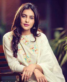 Beautiful Brown Eyes, Beautiful Girl Indian, Beautiful Saree, Beautiful Indian Actress, Simply Beautiful, Stylish Girl Images, Stylish Girl Pic, Punjabi Models, Actress Priyanka