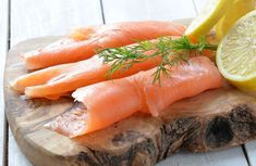 Wild Pacific Smoked Salmon Lox is the finest salmon in the world. Cold smoked and thinly sliced to perfection. This is a must have for salmon lovers. Salmon Lox, Smoked Salmon, Sockeye Salmon, Gourmet Recipes, New Recipes, Menu Simple, My Favorite Food, Favorite Recipes, Zucchini Lasagne