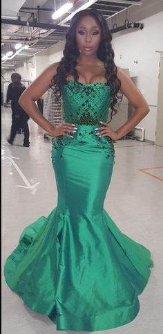 Capture Yellow Dress, Blue Dresses, Formal Dresses, You Go Girl, Perfect Figure, S Curves, Lace Bodice, Shades Of Green, Red Carpet