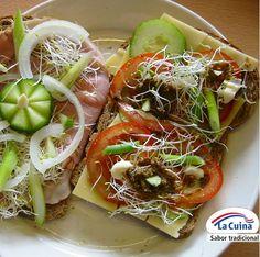 Para la merienda-cena os proponemos unos #montaditos con #fiambre de #pollo de #LaCuina acompañado de #pepino, #cebolla, brotes de #soja y otro con #queso, #tomate y #nueces. Está super apetecible y es de lo más #sano.  #Gourmet #sabercomer