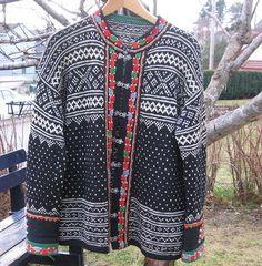 Setesdals kofte from Norway - Setesdal Fair Isle Knitting, Hand Knitting, Knitting Machine, Knitting Ideas, Big Knit Blanket, Nordic Sweater, Big Knits, Winter Fashion, Crochet Patterns