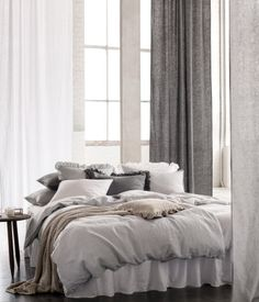 Light gray. PREMIUM QUALITY. King/queen duvet cover set in washed linen  with double-stitched seams at edges. Duvet cover fastens