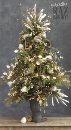 Christmas Tree Tablescape Centerpiece www.tablescapesbydesign.com https://www.facebook.com/pages/Tablescapes-By-Design/129811416695