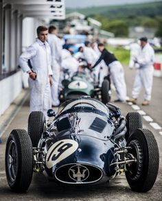Engineered for Speed — Maserati- good ol' days. Grand Prix, Classic Race Cars, Best Classic Cars, New Sports Cars, Sport Cars, Courses F1, Old Race Cars, F1 Drivers, Vintage Race Car