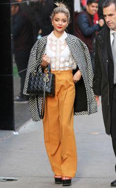Modern Family star Sarah Hyland rocks some funky fall fashion!