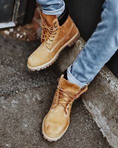 Ever wondered how to cuff your jeans with Timberland Boots? Check out - Boots Timberland Sneakers, Timberland Outfits Men, Timberland Waterproof Boots, Sneakers Mode, Timberland Hats, Sneakers Fashion, Sneaker Outfits, Converse Sneaker, Puma Sneaker