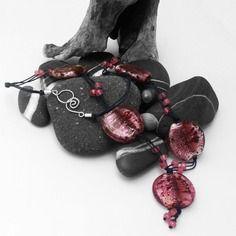 Collana falas con perle in vetro rosa - pezzo unico