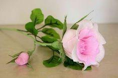 Een roos van crêpe-papier