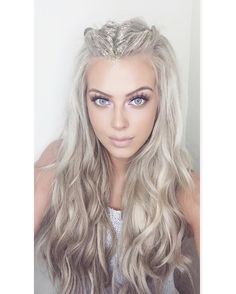 Pin By Krystal Billings On Hair That Festival Hair Hair Styles - My list of women's hairstyles Platinum Blonde Hair, Icy Blonde, Blonde Balayage, Pretty Hairstyles, Oblong Face Hairstyles, Everyday Hairstyles, Latest Hairstyles, Fairy Hairstyles, Holiday Hairstyles
