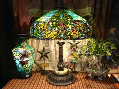 My hampstead lamp and vase Looks great Sheree! Victorian Lamps, Antique Lamps, Vintage Lamps, Vintage Lighting, Tiffany Stained Glass, Stained Glass Lamps, Tiffany Glass, Tiffany Lamp Shade, Lampe Art Deco