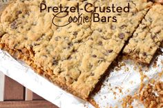 Pretzel-Crusted Cookie Bars // Everyday Reading