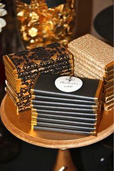 Faça você mesma: Chocolate como lembrancinha Já é tradição dar um doce como lembrancinha de casamento, seja ele um bem-casado, um cupcake, macarrons, amêndoas, opções não faltam, mas também é verdade, que doces assim, mais elaborados, não são...