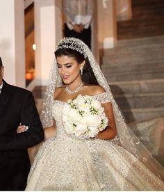 Bride hairstyles in 2020 Romantic Wedding Hair, Dream Wedding Dresses, Wedding Bride, Bridal Dresses, Wedding Gowns, Civil Wedding, Bouquet Wedding, Meme Costume, Bride Hairstyles