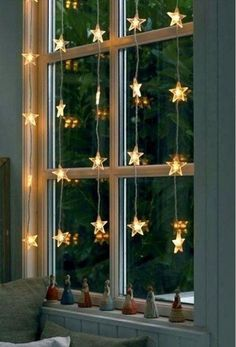 17 Lovely Christmas Window Decor Ideas to Jazz Up Those Glass Panes! 17 Lovely Christmas Window Decor Ideas to Jazz Up Those Glass Panes!<br> Let the windows of your house reflect some festive magic to the world with these Christmas window decor ideas. Christmas Fairy Lights, Christmas Window Decorations, Holiday Decor, Classy Christmas, Christmas Diy, Magical Christmas, Vintage Christmas, Bedroom Lighting, Bedroom Decor