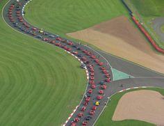 Over 1,000 Ferraris in Silverstone: Felipe Massa opening record parade