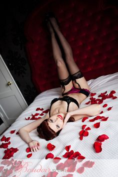 Love the pin up look. Studio Photography Poses, Photography Cheat Sheets, Boudoir Photography, Boudior Poses, Sexy Poses, Cute Lingerie, Lingerie Photos, Red Headboard, Boudoir Pics