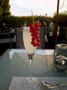 Bastille Day, Terrass Hotel in Monmartre. Grey Goose Fizz Aperitif, Photo by Hope Tarr for EuropeUpClose.com.