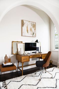 Fresh & Off Beat Home Office Design Ideas that's going to allow you to work from home in a stylish way. Inspire yourself with these modern Home Office decor Office Nook, Home Office Desks, Home Office Furniture, Furniture Design, Furniture Ideas, Office Table, Office Workspace, Office Art, Ceo Office