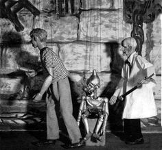 One of Detroit's earliest children's shows cast its phosphorescent glow into thousands of Detroit living rooms. Let's See Willy Dooit was an imaginative marionette show created by master puppeteer Ed Johnson.