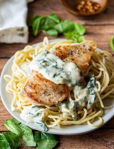Creamy Garlic Chicken Recipe Creamy Garlic Chicken, Garlic Chicken Recipes, Chicken Thigh Recipes, Spinach Recipes, Chicken Breast Patty Recipe, Garlic Ideas, Recipe Chicken, Keto Chicken, Sauce Crémeuse