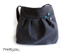 dunkelgraue Ballontasche mit blauen Holzblüten von madebyFinnRaziel auf DaWanda.com