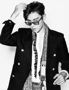 Find images and videos about kpop, top and big bang on We Heart It - the app to get lost in what you love. Daesung, Vip Bigbang, Korean Boy Bands, South Korean Boy Band, Yg Entertainment, K Pop, Ringa Linga, Rapper, G Dragon Top