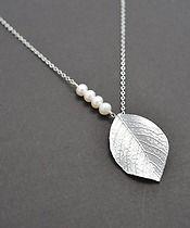 Matte Rhodium plated leafy branch pendants necklace.