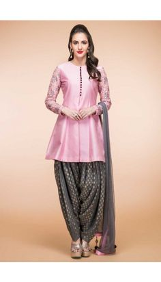 Looking for latest designs punjabi patiala suit collection? Buy patiala salwar kameez from the leading online women clothing store. Andaaz Fashion offers you latest Indian/Pakistani designer punjabi patiala salwar suit in Southall, UK. Dhoti Salwar Suits, Patiala Dress, Salwar Kurta, Anarkali, Lehenga Choli, Sharara, Punjabi Suits, Patiala Suit Designs, Salwar Designs