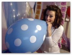 Magnificent blowing bubble fetish gum woman