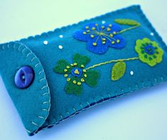 Items similar to Floral phone case. Turquoise felt gadget cover on Etsy Felt Crafts, Embroidery Designs, Sunglasses Case, Coin Purse, Gadgets, Iphone Cases, Buy And Sell, Turquoise, Unique Jewelry