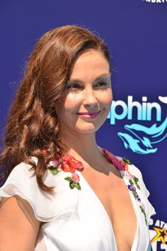 """Ashley Judd Photos Photos - Ashley Judd attends the premiere of 'Dolphin Tale 2' at Regency Village Theatre on September 7, 2014 in Westwood, California. - Premiere Of Warner Bros. Pictures' And Alcon Entertainment's """"Dolphin Tale 2"""" - Arrivals"""