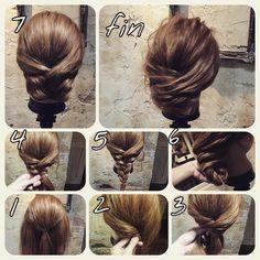 ミディアムアレンジ 初級編 結んで フィシュボーン  1.ゴムで結びます  2.サイドの毛を後ろに持ってきます  3.逆のサイドも持ってきます  4.束多めのざっくりフィシュボーン  5.こんな感じですセルフの時はここでほぐしましょー!  6.毛先をくるくるうちに入れます  7.こんな感じです、  これをスジを出すようにほぐしていきます  #hair#hairset#hairarrange#ヘアセット#ヘアアレンジ#結婚式ヘア#撮影#ヘアメイク#オシャレ#編み込み#ヘアアレンジ簡単#グラデーション#グラデーションカラー#モデル#ヘアスタイル#ヘアカラー#波巻き#くるりんぱ#ファッション#髪型#アレンジ#簡単ヘアセット#cute#編み込みやり方#アレンジやり方#アレンジ解説#ヘアアレンジ解説#簡単ヘアアレンジ