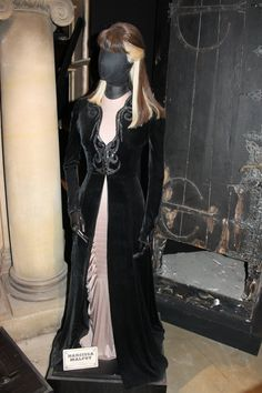 Costume Selection: Narcissa Malfoy by Skarkdahn