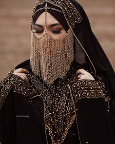 Beautiful eyes with Hijab Niqab Fashion, Fashion Moda, Muslim Fashion, Fashion Dresses, Modesty Fashion, Sporty Fashion, Mod Fashion, Fashion Women, Face Jewellery