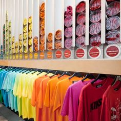 Streetology by Facet studio, Sydney. Cool store layout that looks aesthetically pleasing to the eye and saves a lot of space as well. Retail Store Design, Retail Shop, Small Store Design, Visual Merchandising, Store Concept, Ethno Design, Design Commercial, Store Layout, Cool Store