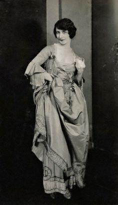 ♕ Vintage Costume Variations ♕  Lynn Fontanne